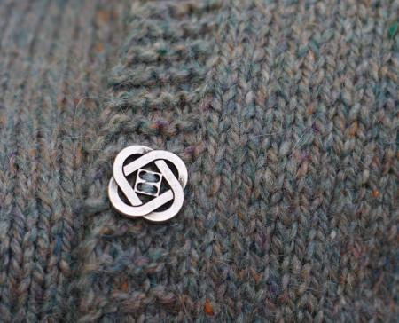 acer-sweater-button
