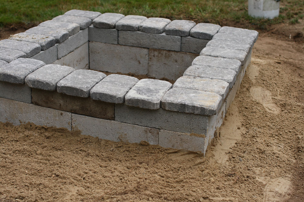 Diy fire pit for How to build a fire pit with concrete blocks