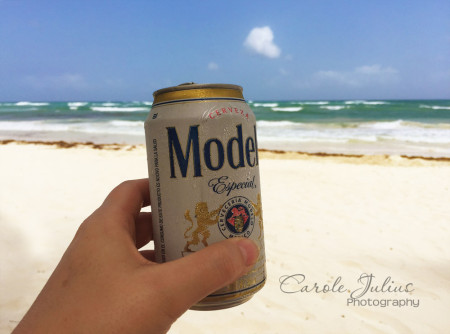 modelo on the beach for carole knits