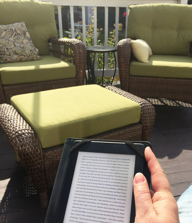 reading-outside-october-for-carole-knits